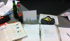Abiturvorbereitung im Fach Chemie. Alle Vorgaben des neuen Kerncurriculums werden berücksichtigt, Aufgaben gelöst ....und in drei Tagen der komplette Chemie-Lernstoff verstanden :-)